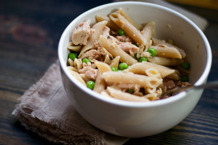 Quick and easy dinner - pasta with tuna and peas