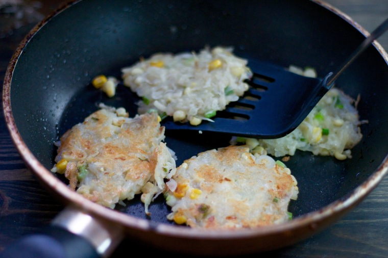 Cheesy corn hashbrowns recipe on handfulofsunshine.com